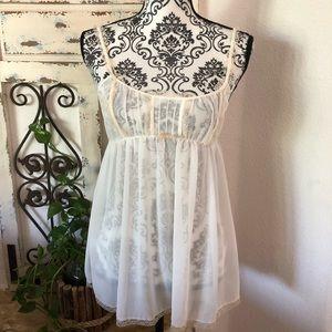 Victoria's Secret cream/white lace detain nighty